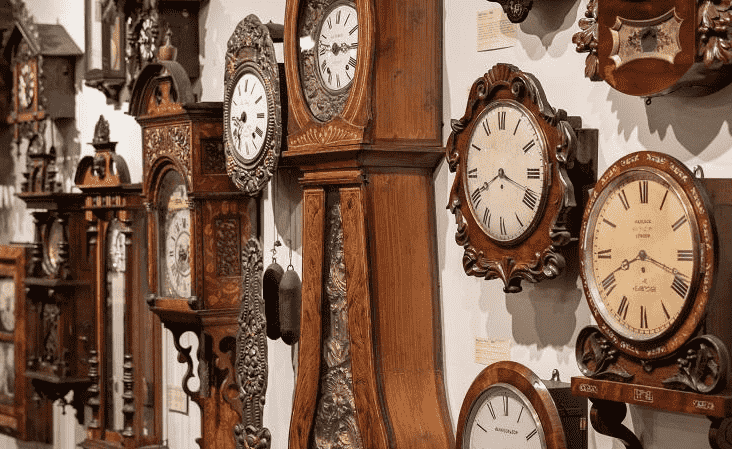 the-ultimate-guide-to-choosing-a-perfect-antique-clock